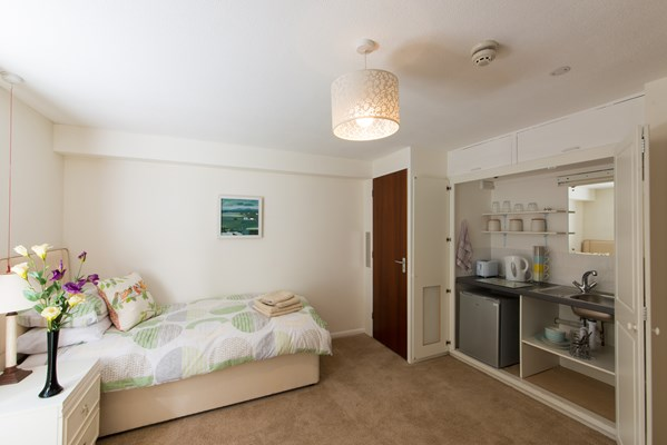 Spacious and bright bedroom with kitchenette facilities
