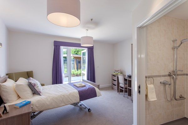 Winnersh bedroom with en-suite bathroom