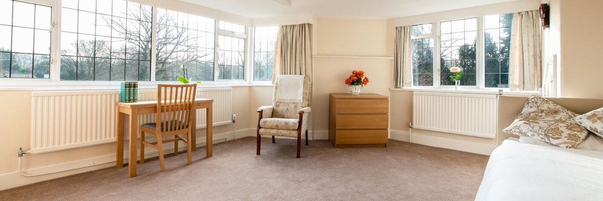 Bright and spacious resident bedroom at Austenmead